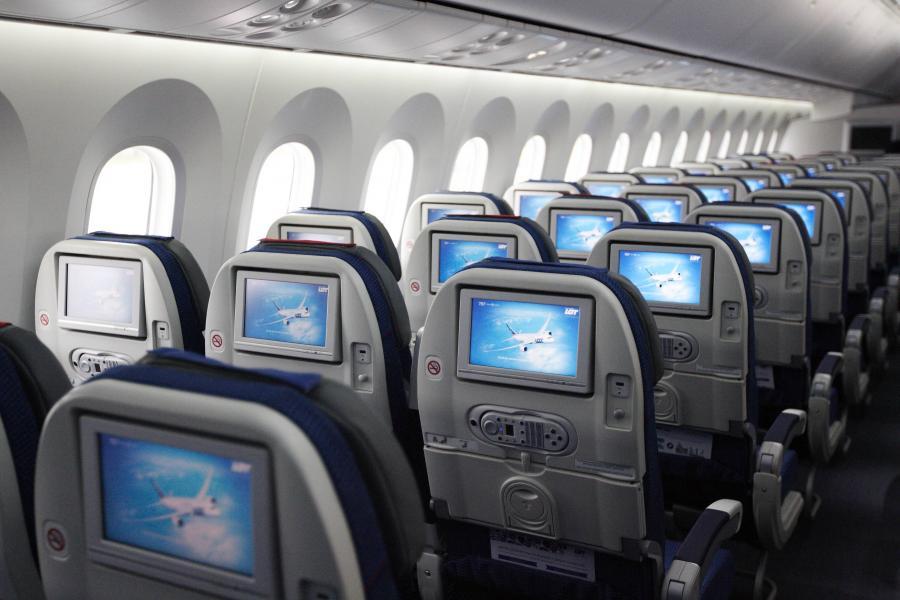 4524365-kabina-pasazerska-dreamlinera-900-600