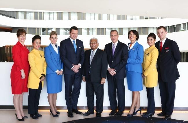 U sredini direktori KLM-a Pieter Elbers, Jet Airwaysa Naresh Goyal i Delta Air Lines-a Nat Pieper