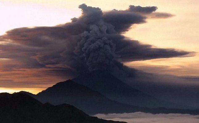 Aerodrom na Baliju zatvoren zbog erupcije vulkana Agung