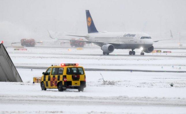 Sneg izazvao haos na aerodromu u Frankfurtu