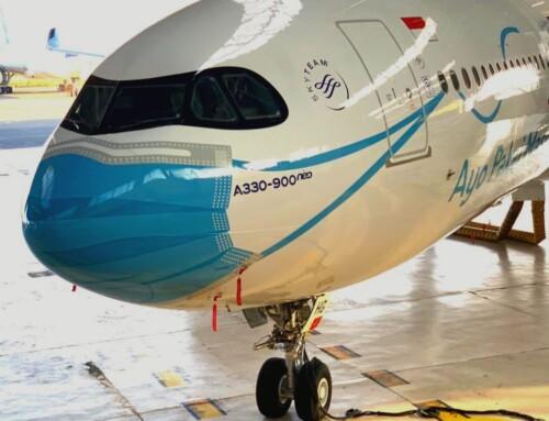 Avion sa maskom